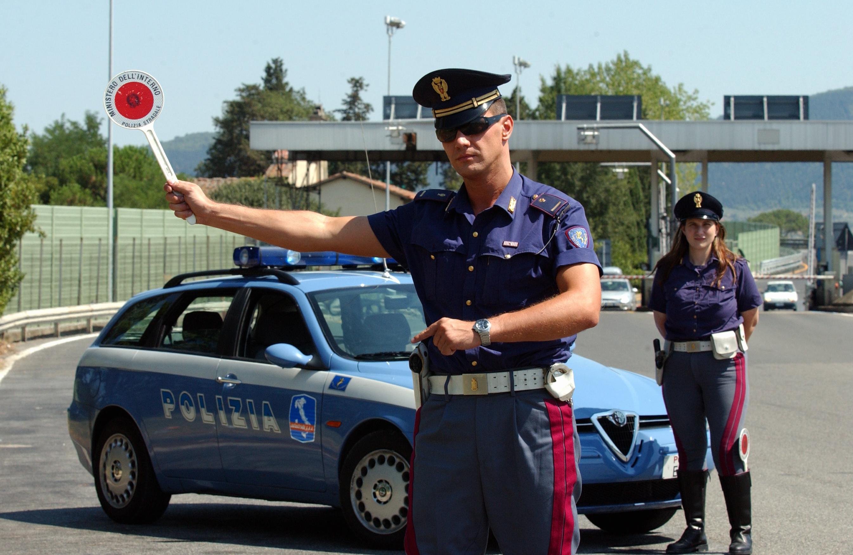 Risultati immagini per foto di polizia stradale